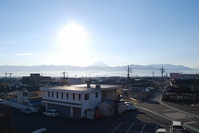 1月4日朝の富士山です。逆光ですね